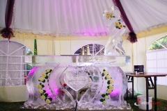 Bar lodowy z zatopionymi kwiatami i rzeźbieniami
