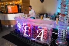 Bar lodowy z inicjałami młodej pary