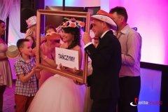 Fotosesja w trakcie wesela - prowadzi wodzirej