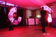 Pokaz lightshow z wyświetleniem logo i wzorów
