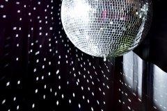 kula-lustrzan-dekoracje-swiatlem