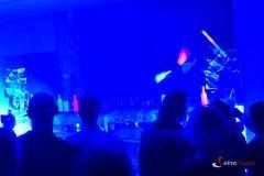 Futurystyczny pokaz barmański UV podczas imprezy firmowej