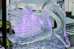 Rzeźba lodowa w kstałcie łabędzia