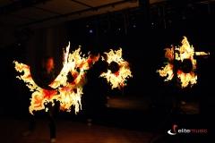 Wspaniałe wzory imitujące ogień w pokazie lightshow