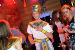 Na imprezie egipskiej konferansjer przemienia się w egipcjanina