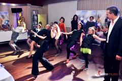 Animacje taneczne z udziałem gości podczas imprezy