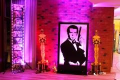 Dekoracja - rama podświetlania z motywem James Bond