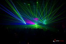 Pokaz laserowy z udziałem skrzypaczki